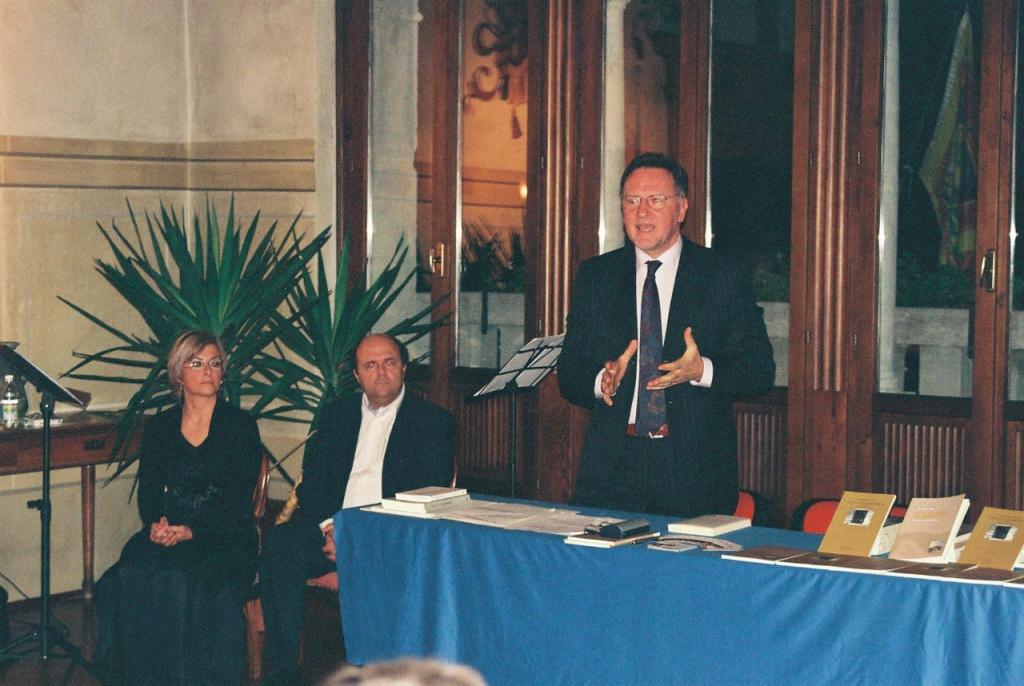 """Incontro con l'autore e con la poesia """"L'epoca in cui sarò tollerante"""". Sala degli Affreschi, Mel (BL) - ottobre 2010"""