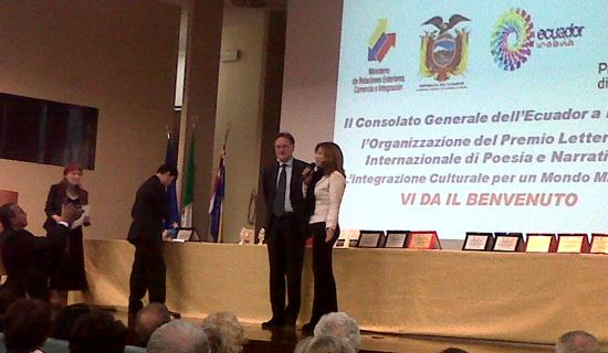 Premio letterario dell'Ecuador consegnato a Pier Mario Vello nel 2011.